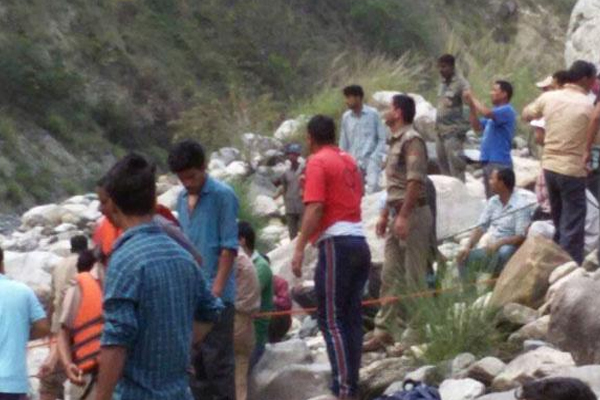In the Bhagirathi river, the tampo fell,   Death of thirteen people - Haridwar News in Hindi