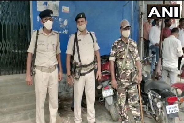Rs 6.82 lakh looted from bank in broad daylight in Bihar, miscreants absconding while firing - Muzaffarpur News in Hindi