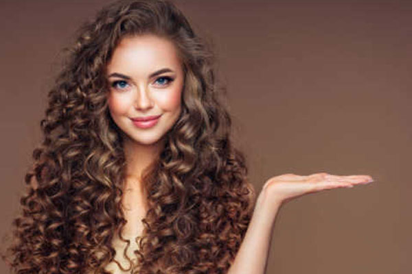 घुंघराले बालों की देखभाल करते समय रखें इन 5 बातों का ध्यान
