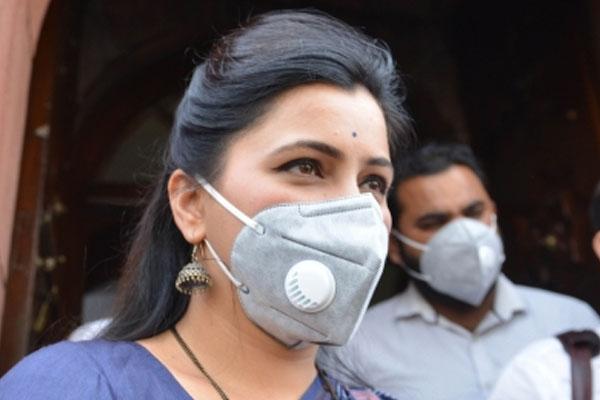 Big charge of female MP, Shiv Sena MP threatens to send to jail after taking up Sachin Waje case - Mumbai News in Hindi