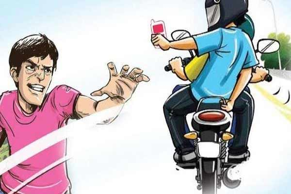 Bike riding rogue snatched the youth from a bike in Jaipur - Jaipur News in Hindi