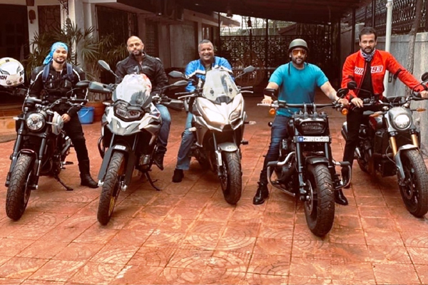 Biker boys Kunal Kemmu, Arshad Warsi and Rohit Roy on a fun ride - Bollywood News in Hindi