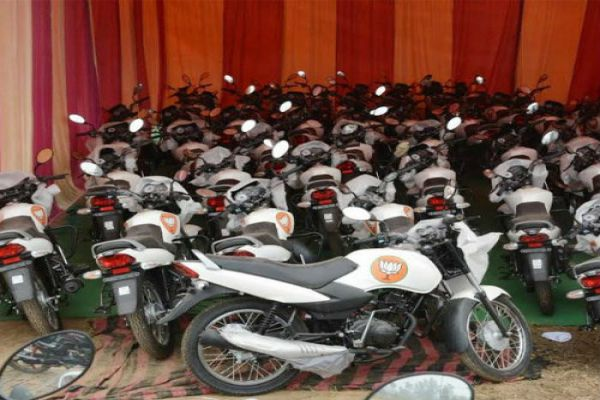 new bikes ready with bjp sticker for up assembly election - Gorakhpur News in Hindi