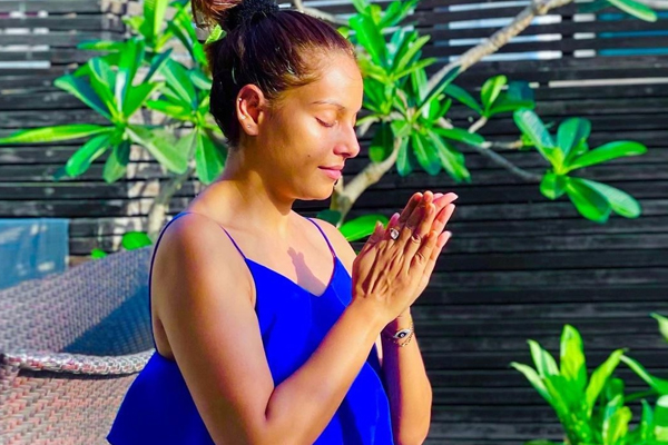 Bipasha Basu has prayers for all during these testing times - Bollywood News in Hindi