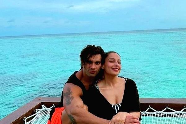 Bipasha, Karan are enjoying holidays in Maldives - Bollywood News in Hindi