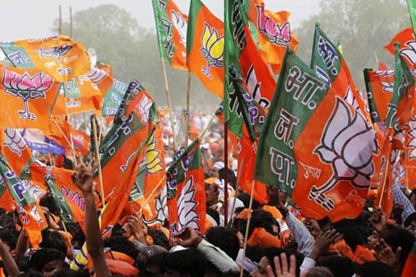 bjp candidates fed lotus in teacher mlc election - Lucknow News in Hindi