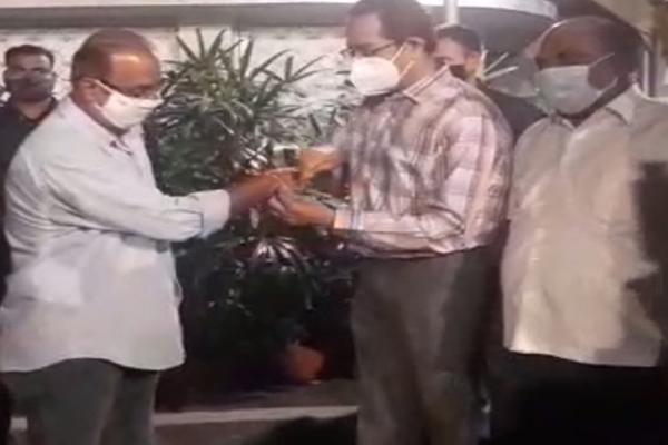 BJP jolted, Mumbai VP Krishna Hegde joins Shiv Sena - Mumbai News in Hindi