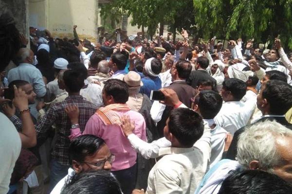 सामूहिक हत्याकांड के दोषी BJP विधायक अशोक चंदेल ने समर्पण किया