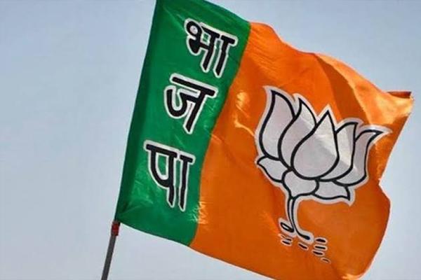 BJP MLA in Pratapgarh on sit-in protest, tore clothes - Pratapgarh News in Hindi