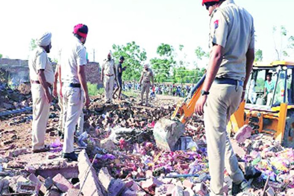 5 dead and 18 injured in Sangrur cracker factory blast - Sangrur News in Hindi