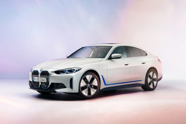 BMW ने किया अपनी फुल इलेक्ट्रॉनिक सेडान i4 का अनावरण