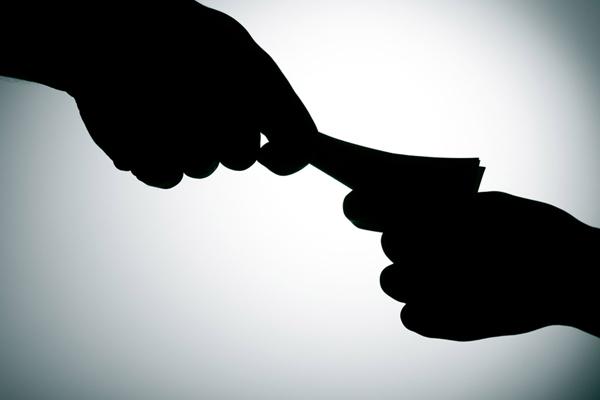 SI bribe taking video viral, suspended - Banda News in Hindi