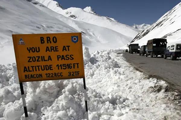 BRO opens Zojila Pass connecting Srinagar and Leh 110 days later - Srinagar News in Hindi