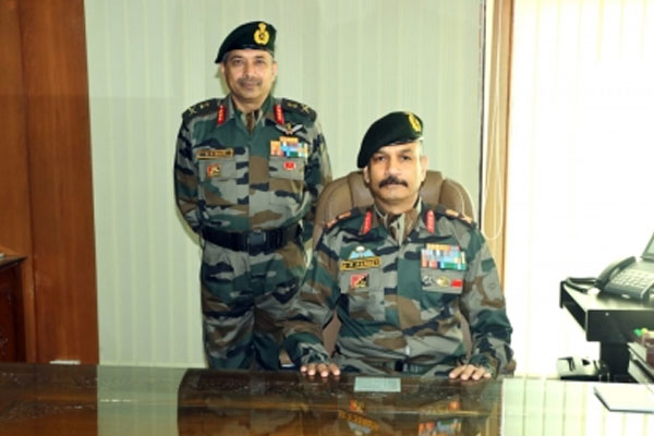 Lieutenant General BS Raju handed over command of 15 Corps to DP Pandey - Srinagar News in Hindi