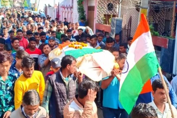 BIJNOR: बीएसएफ जवान अरुण को राजकीय सम्मान के साथ अंतिम विदाई