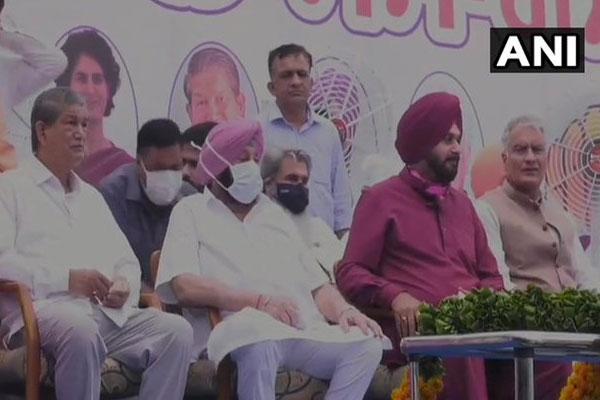 Punjab CM Amarinder Singh and Sidhu forget old things - Punjab-Chandigarh News in Hindi