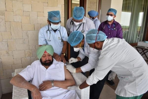 पंजाब के मुख्यमंत्री ने कोरोना वैक्सीन की दूसरी खुराक ली