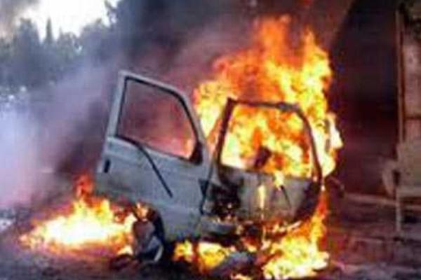 UP : एटा में कार सवार 5 लोगों की झुलसने से मौत