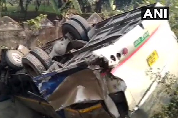 Assam : Seven dead after the bus they were travelling in fell into a gorge in Dhupdhara area - Goalpara News in Hindi