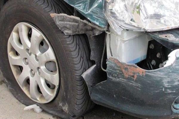 हनुमानगढ़ में टायर फटने से कार पोल से जा टकराई, 4 लोगों की मौत