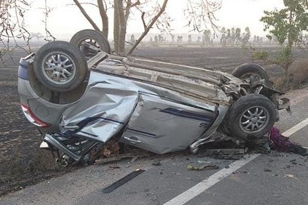 Haryana: 5 dead including groom brother, Car colliding with a truck - Chandigarh News in Hindi