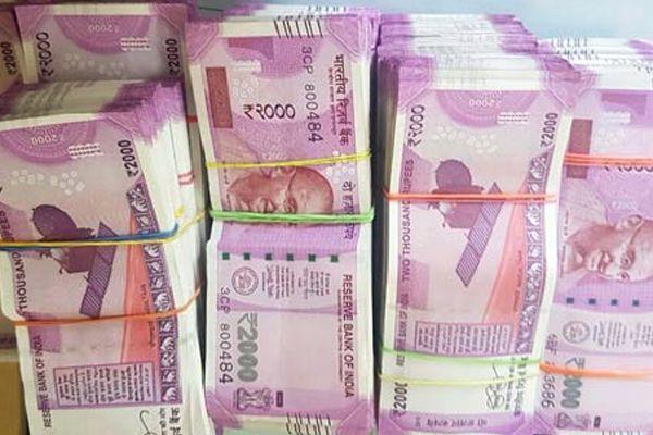 BSF seizes fake Rs 2000 notes amounting to Rs 96000 along Bangladesh border - Malda News in Hindi