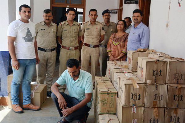Caught 70 bottles of illegal liquor, one arrested - Mandi News in Hindi