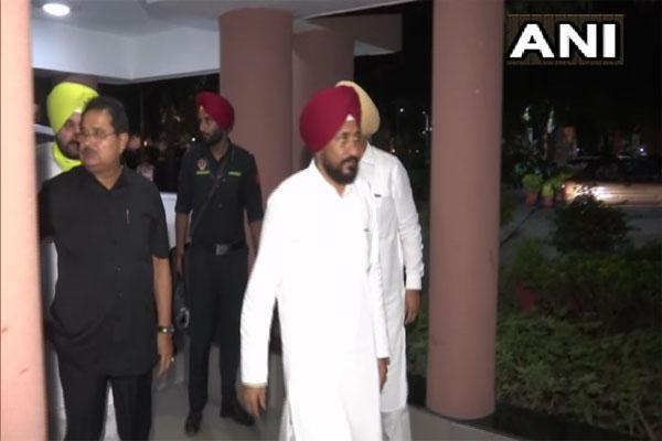 Punjab CM and Sidhu traveled by chartered plane, SAD targeted - Punjab-Chandigarh News in Hindi