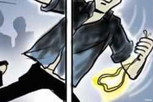 श्रीमद्भागवत कथा सुनने गई दो महिलाओं की सोने की चेन ले उड़े अज्ञात चोर