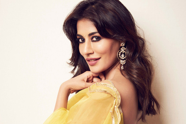 Chitrangda Singh shows how she gears up for Monday morn zoom calls - Bollywood News in Hindi