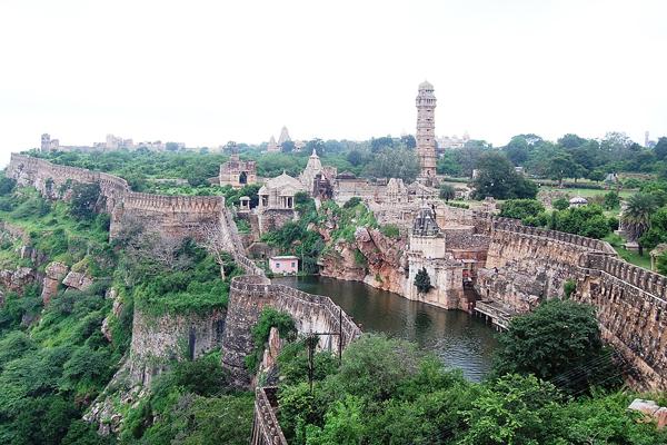 भारत का सबसे अनोखा और लंबा किला, जिसके सभी द्वार...