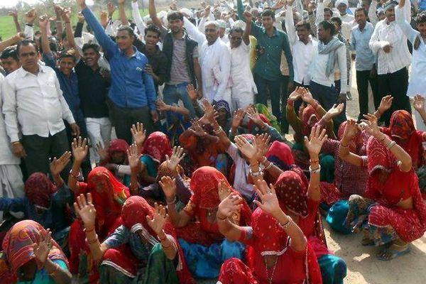 Villagers Protested against liquor factory in Churu - Churu News in Hindi
