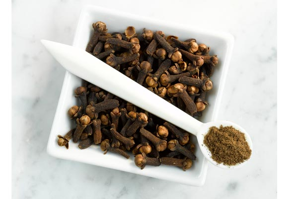 Cloves good for health and beauty - Home Remedies in Hindi