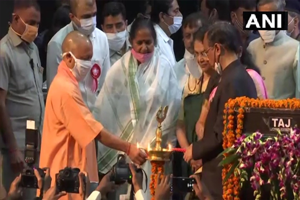 CM Yogi honored 11 women, started the second phase of Mission Shakti - Lucknow News in Hindi