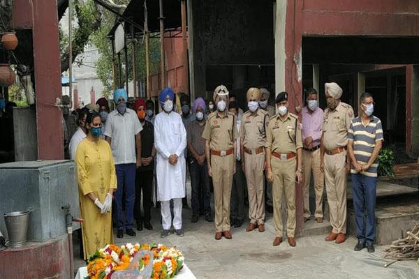 जि़ला अस्पताल अमृतसर के इंचार्ज एस.एम.ओ. अरुण शर्मा का निधन. स्वास्थ्य मंत्री ने जताया दुख