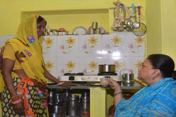 Why CM Pulls Ujjwala Gas Connection Tea - Jhalawar News in Hindi