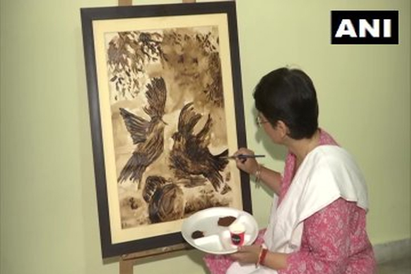 Coffee fell on my canvas, then started painting with coffee - Jaipur News in Hindi