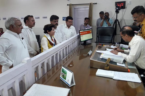 Selja filed nomination papers with people crowd - Ambala News in Hindi
