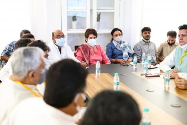 यूपी कांग्रेस के कुछ दिग्गजों ने प्रियंका के नेतृत्व पर उठाए सवाल