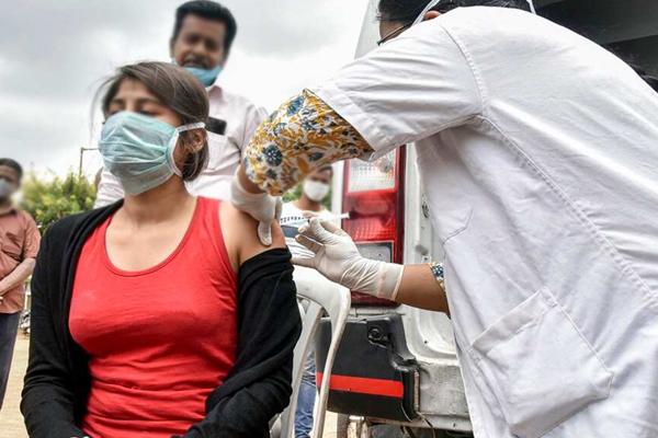 Maha first state to fully vaccinate 1 crore people - Mumbai News in Hindi