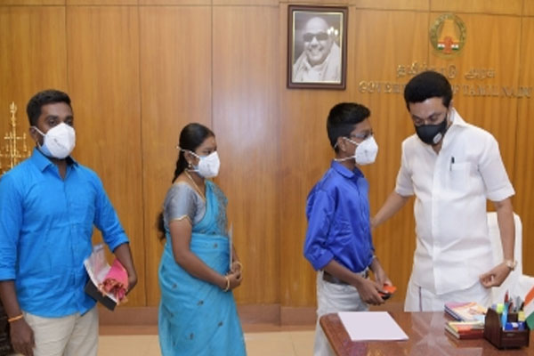 Class IX student made palm sized computer CPU, CM congratulated - Weird Stories in Hindi