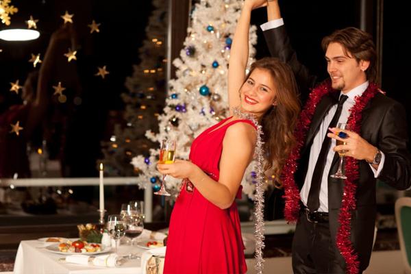 क्रिसमस पार्टी की यूं करें तैयारी, फैशन के नए ट्रेंड में ऐसे दिखें सबसे अलग