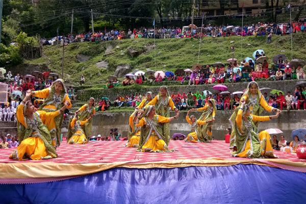 Punjabi and Rajasthani colors seen with Himachal at Jatru fair ... - Kinnaur News in Hindi