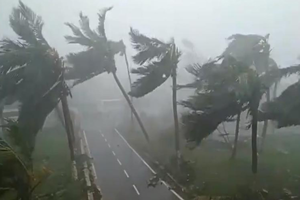 Cyclone Vayu likely to hit western coast tomorrow, Gujarat braces for impact - Jaipur News in Hindi