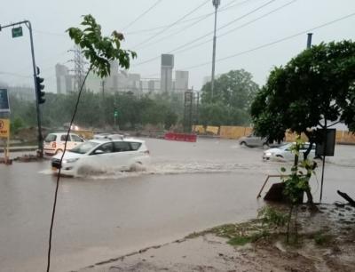 गुरुग्राम में भारी बारिश, जलभराव से जनजीवन हुआ अस्त-व्यस्त