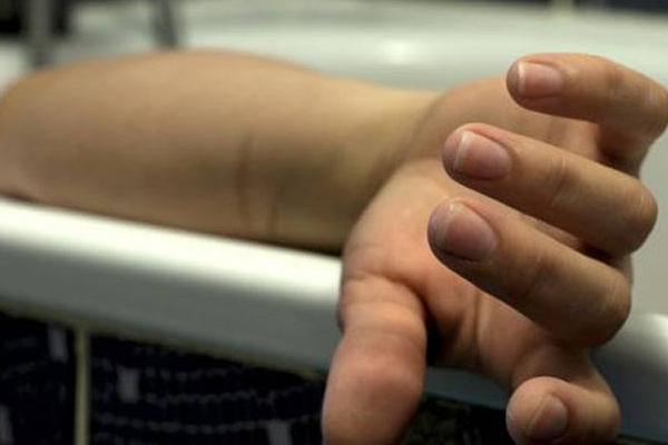 पुलिस अधिकारी की पत्नी ने फिनायल पी