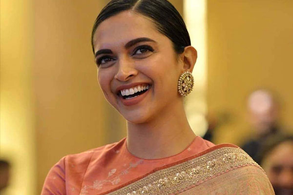 Hard to be Deepika Padukone in our country: Vikrant Massey - Bollywood News in Hindi