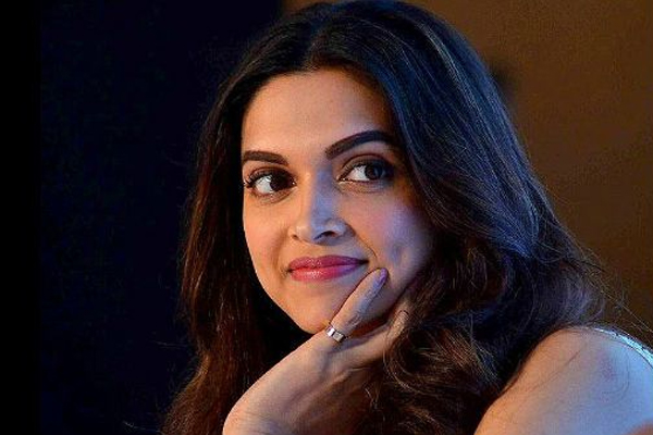 Deepika topped the list of Most Popular Stars India Loves again - Bollywood News in Hindi