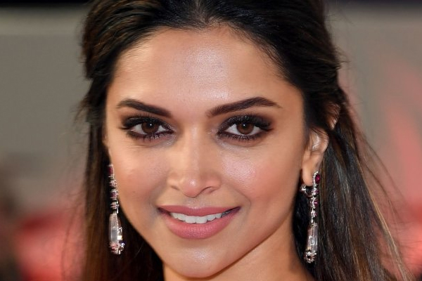Deepika Padukone started young as a style diva! - Bollywood News in Hindi