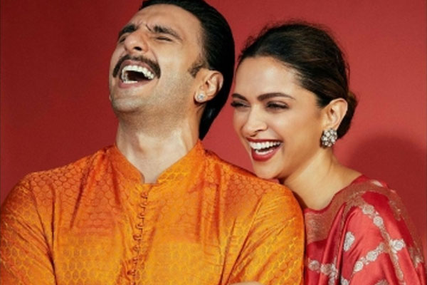 Queen Deepika crashes Ranveer Singh chat with fans - Bollywood News in Hindi